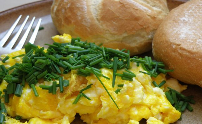 bajgle z jajecznica